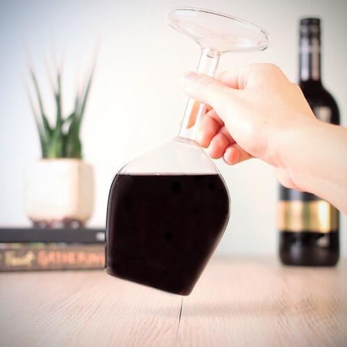 wijnglas op zijn kop